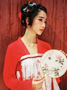 气质艳丽的古装美女阳光温馨迷人写真