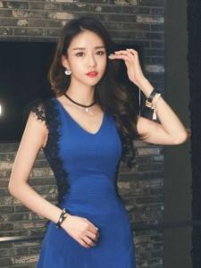 韩系蓝色超短裙美女红唇俏丽风韵十足