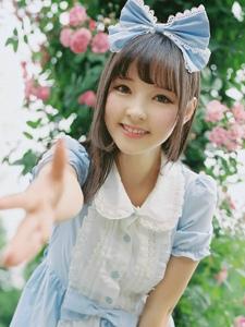 温馨甜美阳光少女清新白皙迷人写真