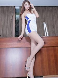 性感长腿肉丝美女Miso抹胸礼服高贵写真