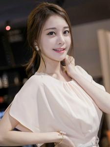 韓系高挑細白美腿漂亮女孩粉嫩氣質溫馨可人