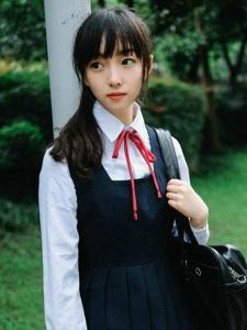 毕业季的清新单马尾制服少女宁静阳光写真