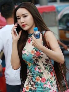 重庆街拍旗袍美女气质俏丽温馨动人