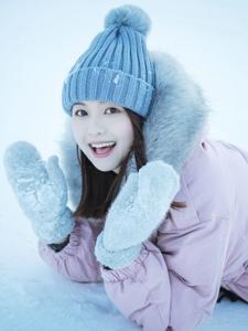 漂亮素颜美女雪景迷人温馨白皙写真