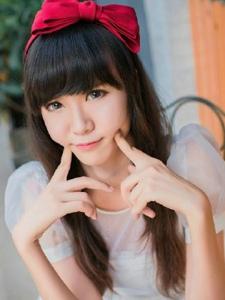 头戴蝴蝶结的清纯甜美少女长发养眼写真