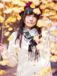 秋季黑长直少女清新阳光朝气十足