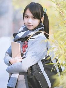 清新学生制服双马尾少女早晨雨露阳光写真