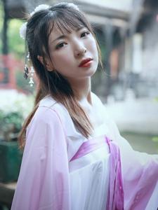 大眼漂亮女孩古装清新白皙迷人写真