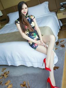 超短旗袍装高跟白丝美女修长美腿写真