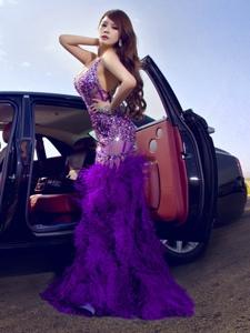 勞斯萊斯性感車模大秀迷人酥胸誘惑寫真