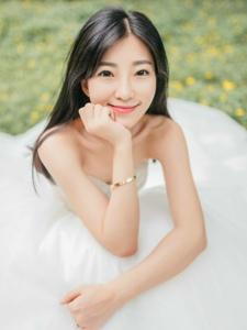 美女纯白婚纱写真甜美迷人清新写真