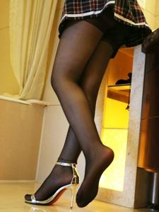 小圖妹洗手間黑絲高跟美腿極致誘惑寫真
