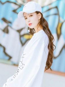温心鸭舌帽纯白风格清新阳光迷人写真