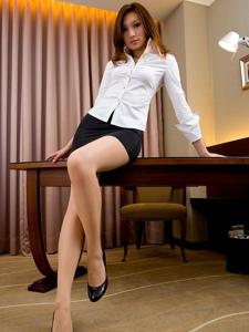 惹火撩人性感秘书美腿大秀迷人身段写真