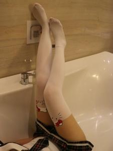 小圖妹浴室卡通襪可愛美腿養眼十足