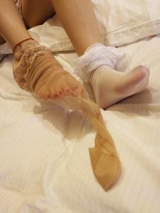 小圖妹白絲與肉絲美腿的完美交融寫真