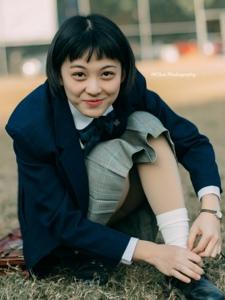 日系短发学生装女学生操场甜美阳光写真