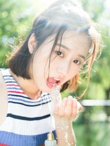 漂亮的素颜邻家女孩阳光粉嫩清新迷人写真