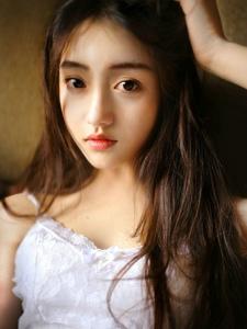 吊带蕾丝青春美眉靓丽白净迷人写真