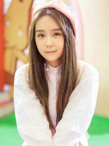 清纯可爱女生小九游乐园温馨写真