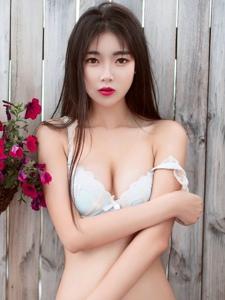 美女嫩模可乐Vicky户外内衣写真性感迷人写真