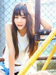 有點叛逆的美女中學生陽光靚麗清純可人