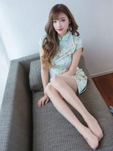 绿色旗袍美女性感丝袜写真妩媚动人