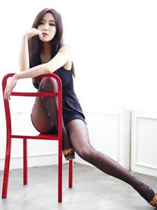 黑丝美女性感写真美腿高跟诱人