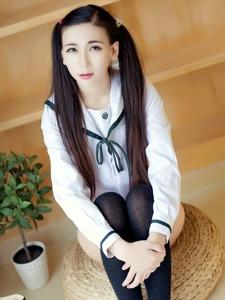 双马尾私房少女赵颖制服黑丝美腿诱人写真