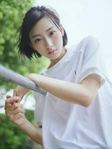 清新短发美女夏日清凉户外温馨写真