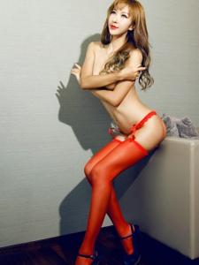 极度诱惑长筒丝袜性感美腿美女写真尽显妩媚