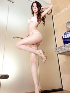 超级性感丝袜诱惑女生私房上演浴室诱惑写真