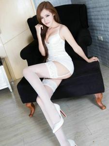 性感丝袜高跟女人Arvil诱人美胸翘臀写真