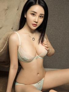 性感大胸模特凹凸有致身材令人热血澎湃写真
