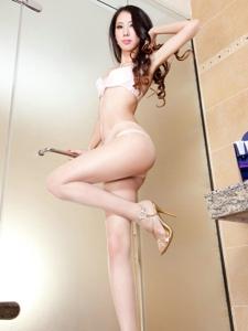 超级性感丝袜女生私房上演浴室诱惑写真