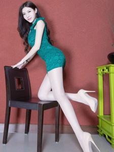 美女Xin拥有近乎完美的婀娜身材翘臀肉丝写真