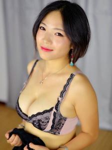 纯美女孩雨涵肤白貌美诱惑内?#26053;?#20154;写真