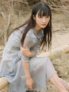 清新美女连衣裙沙漠之旅阳光迷人写真