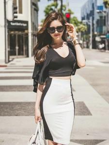 街头经典黑白包臀裙美模前凸后翘的s曲线