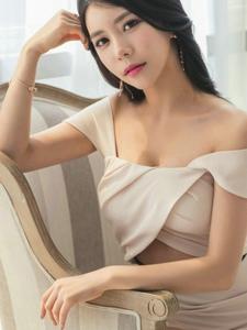 高貴優雅美女模特裸肩修身裙清新脫俗