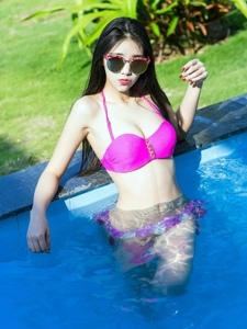 泳池湿身比基尼美女模特热辣激情香艳诱惑