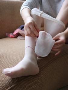 小圖妹白色水晶絲襪陽光秀氣迷人寫真