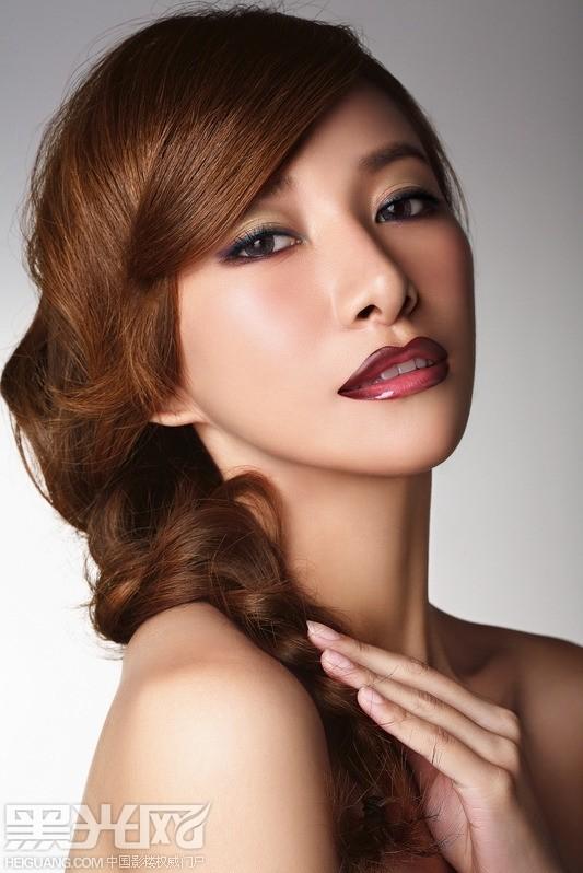 点击大图看下一张:出位唇妆 魔幻魅力 化妆造型