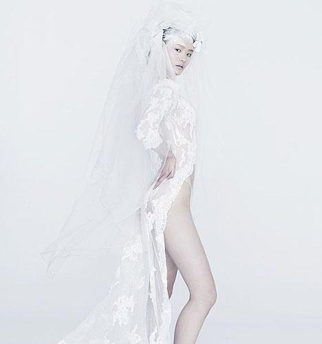 时尚新娘婚纱大片  作者:校咏