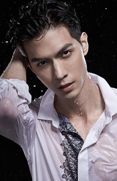 台湾男神任言恺高清写真 白衫湿身显男神气质