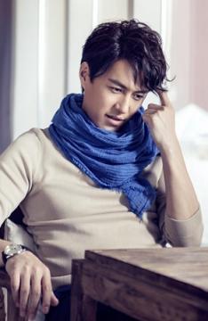 山东帅哥演员靳东写真 展气质暖男魅力