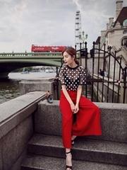 赵多娜时尚大片曝光 惊艳漫步伦敦街头