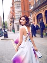 麥迪娜漫步倫敦街頭