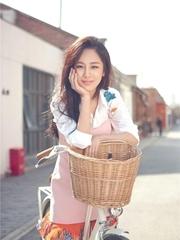 杨紫曝最新夏季写真