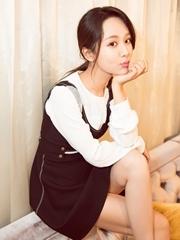 杨紫最新写真暴光 嘟嘴wink少女感炸裂
